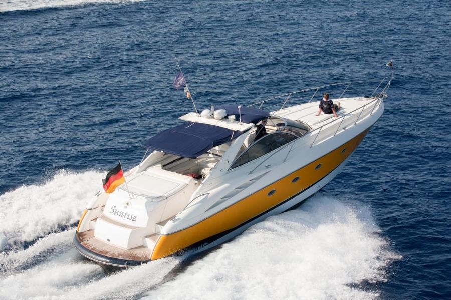 offshore mallorca motoryacht sunseeker camargue 50. Black Bedroom Furniture Sets. Home Design Ideas