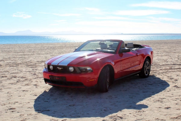Ford Mustang Cabriolet for 4PAX to rent