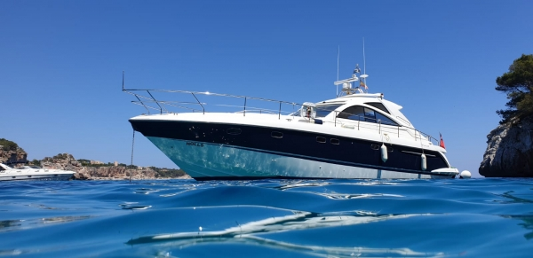 Fairline Targa 52 GT mit Skipper in Cala D´Or bis 10 Personen mieten